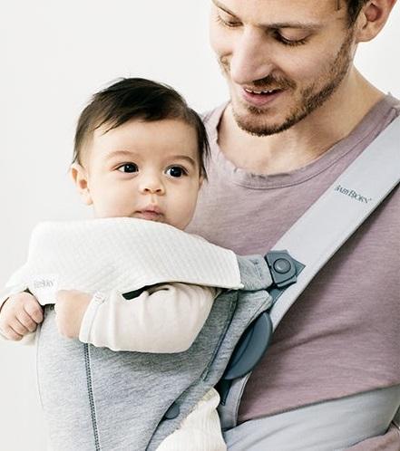 סינר למנשאי מיני ו-MOVE בייבי ביורן - רק ונעים לתינוק