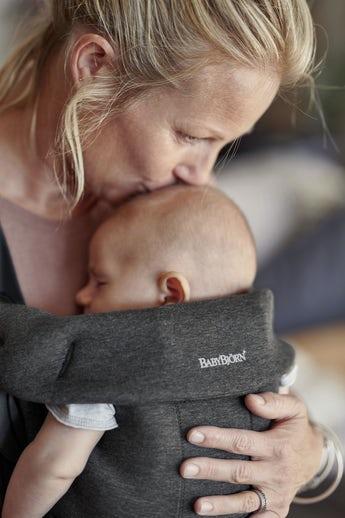 מנשא בייבי ביורן מיני - קטן, נעים ומושלם לתינוקות בני יומם